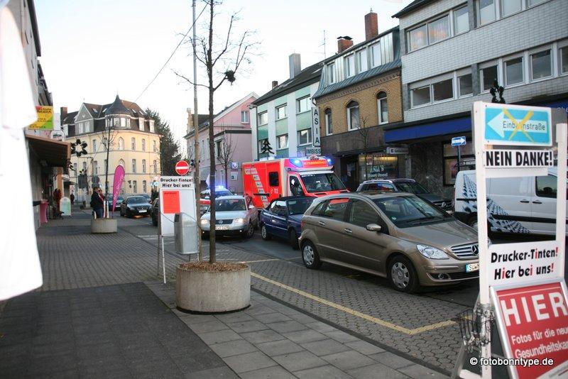 Königstraße: Rettungswagen im Einbahnstraßenstau