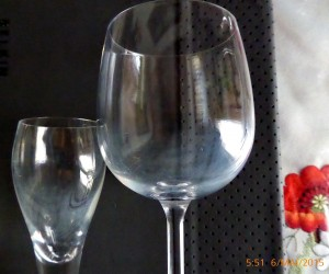 Gläser mit Kalkbelag